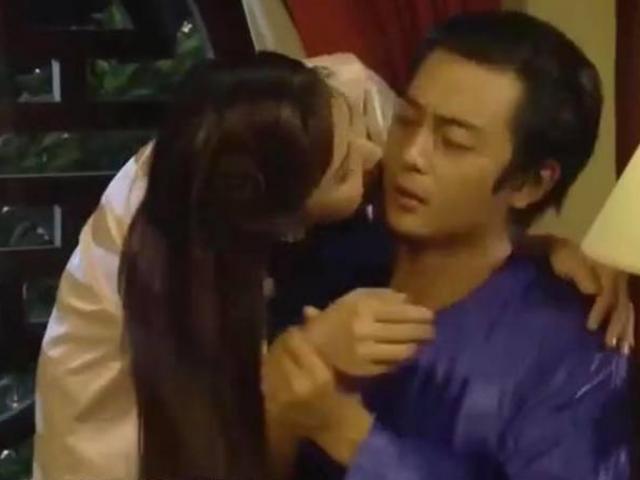 Vợ cũ Phan Thanh Bình sốc với cảnh bị chuốc thuốc trên phim