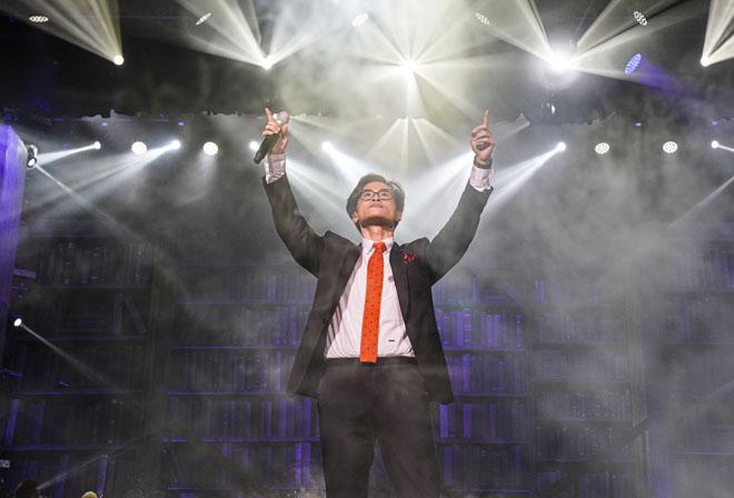Hà Anh Tuấn khóc trước 2000 khán giả, tuyên bố chi 1,5 tỷ đồng để làm điều này - 1