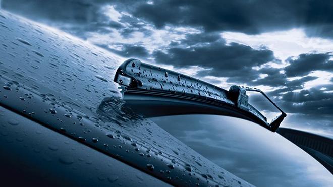 Bao lâu nên thay gạt nước kính chắn gió trên xe ô tô - 1