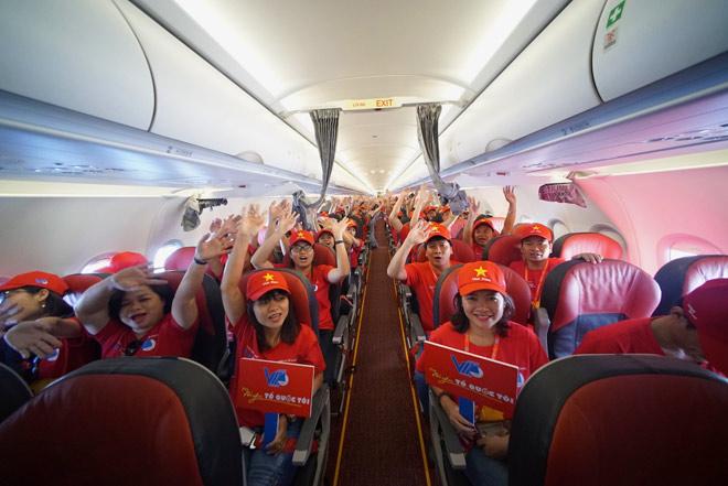 """Tàu bay Vietjet bắt đầu Hành trình """"Tôi yêu Tổ quốc tôi"""" - 1"""