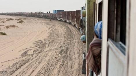 Xuyên sa mạc Sahara trên đoàn tàu hoả dài nhất thế giới - 1