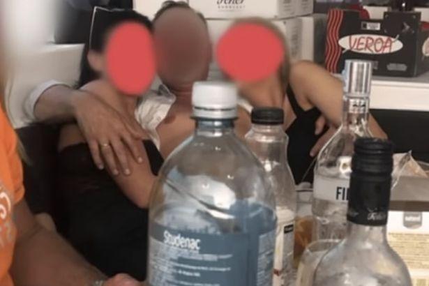 Lộ video tiệc sex của thị trưởng Hungary với gái mại dâm trên du thuyền hạng sang - 1