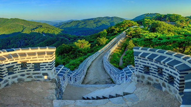 Pháo đài Namhansanseong: Pháo đài bằng đất dài 12 km này được xây dựng cách đây 2.000 năm và được xây dựng lại vào năm 1621. Đây là nơi rất thú vị cho các chuyến du ngoạn trong ngày.