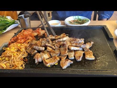 Thích ăn dưa muối, thịt hun khói, thịt nướng... rước ung thư dạ dày - 1