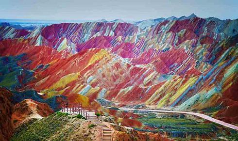 Đẹp mê hồn với dãy núi cầu vồng tại Cam Túc, Trung Quốc - 1