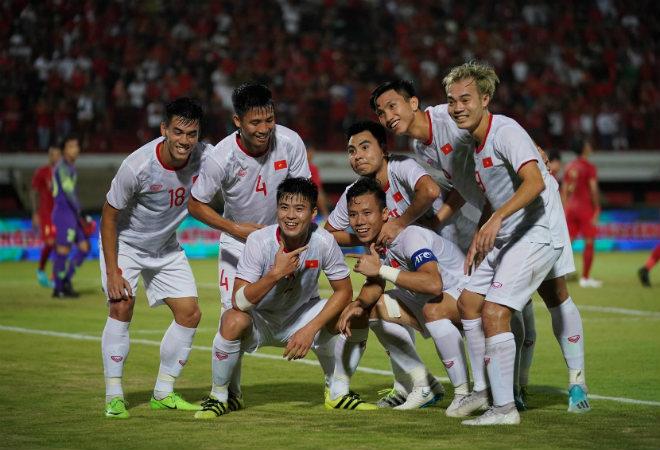 Video highlight trận Indonesia - Việt Nam: Tuyệt đỉnh 3 bàn, tiếc nuối phút bù giờ - 1
