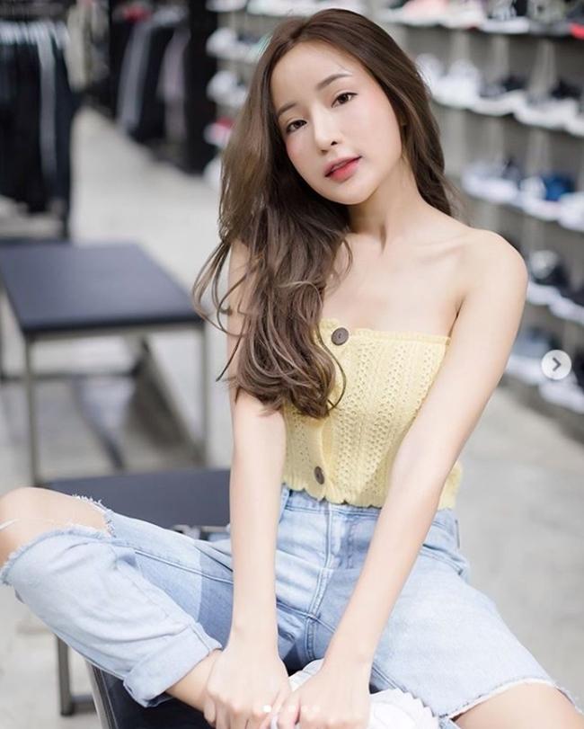Cô sở hữu vẻ đẹp lạ nhờ mang trong mình tới 4 dòng máu: Hàn, Trung, Nhật, Thái.