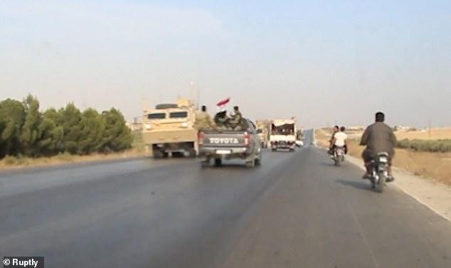 Video: Quân Mỹ rời bỏ đồng minh người Kurd, chạm mặt quân Syria kéo đến giúp - 1