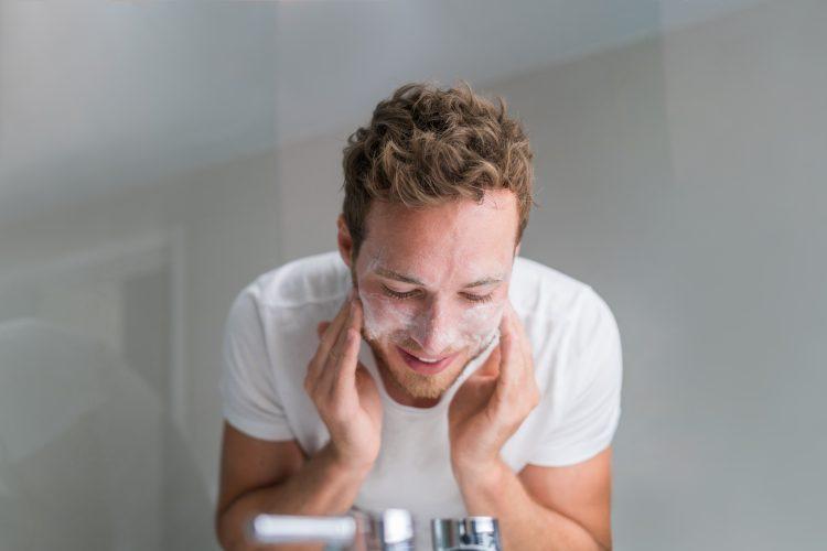 5 sai lầm chăm sóc da đàn ông thường mắc phải - 1