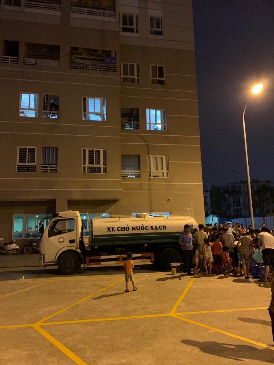 Vụ nước sạch Hà Nội có mùi lạ: Trong 5 tiếng, 2.000 cuộc gọi xin hỗ trợ cấp nước - 1