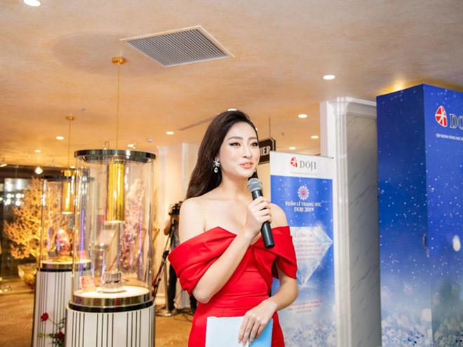 Hoa hậu Lương Thùy Linh rạng rỡ bên những bảo vật kỷ lục của DOJI - 1