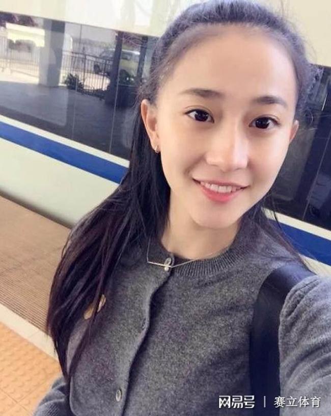 Zhang Doudou có cái tên phiên âm tiếng Việt cực kỳ dễ thương - Trương Đậu Đậu là một cựu VĐV thể dục dụng cụ của Trung Quốc.