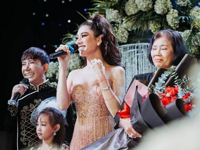 Đời sống Showbiz - Lâm Khánh Chi tìm lại được vòng tay 5 tỷ bị mất nhờ người bất ngờ