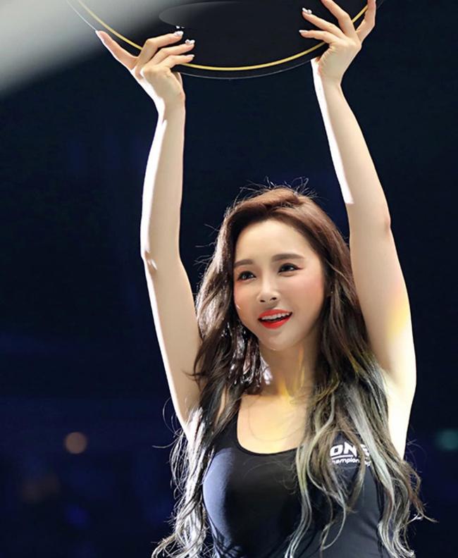 Mới đây, Lee Jina góp mặt trong đoàn Ring girl, tham gia sự kiện ONE Championship diễn ra ở sân vận động Phú Thọ.