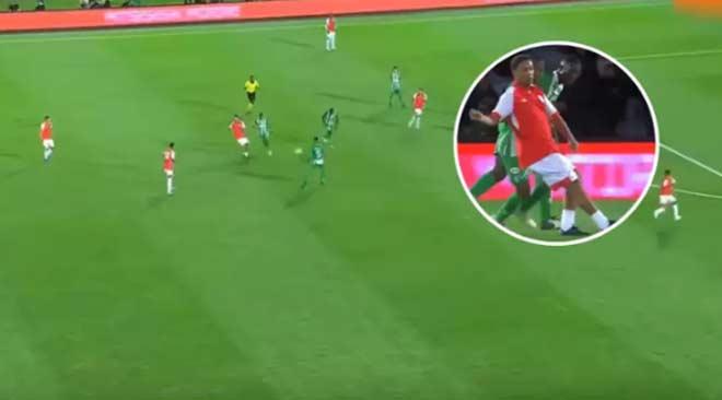 Ronaldinho lại diễn & # 34; lườm rau gắp thịt &:: Đối thủ biết vẫn bị lừa - 1