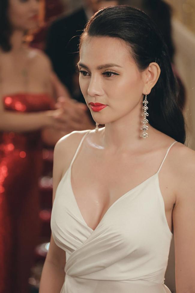 """Nữ ca sĩ Thu Thủy cựu thành viên nhóm Mây Trắng là một trong những mỹ nhân Việt gây chú ý với chuyện tình cùng """"phi công trẻ"""" trong năm nay."""