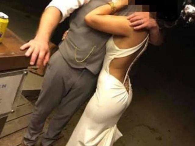 Cô dâu mặc phản cảm trong đám cưới, chọn váy thế nào cho đúng?