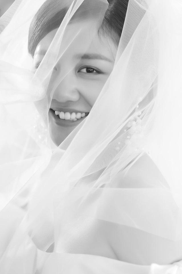Văn Mai Hương khoe ảnh cô dâu mặc nghi vấn dùng giấy kết hôn giả - 1