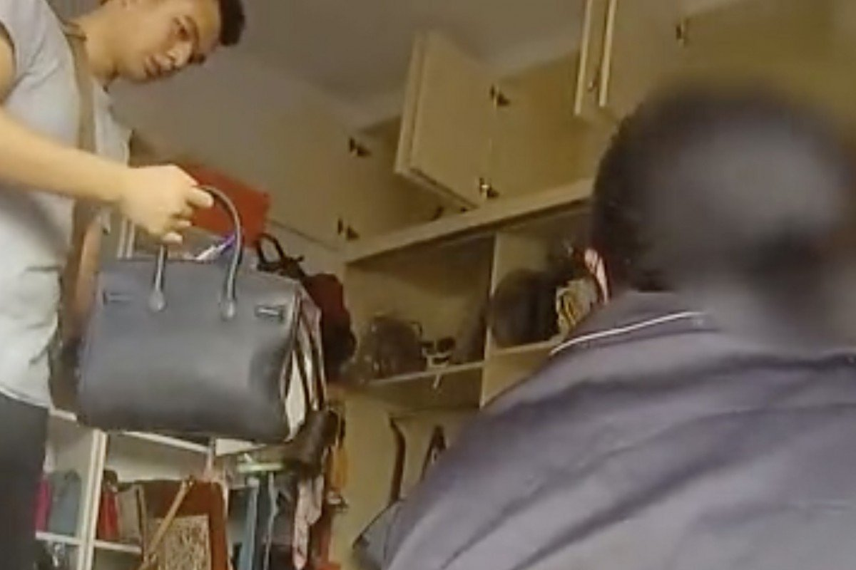 Mẹ già mang túi LV sang chảnh đi mua thịt lợn, công an tìm ngay ra ổ nhóm hàng giả - 1