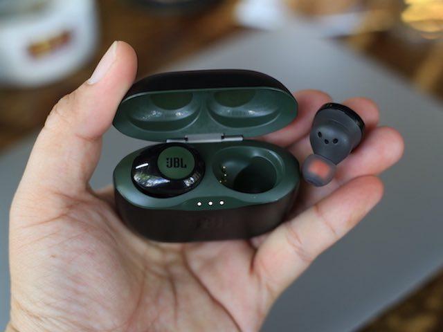 Ảnh thực tế và đánh giá tai nghe không dây chống ồn JBL Tune 120TWS