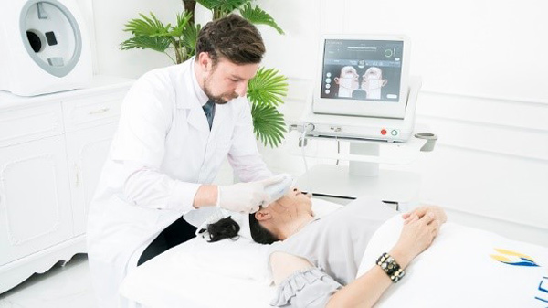 Lạ lùng công nghệ trẻ hóa da Ultherapy của Mỹ, không phẫu thuật cũng không nghỉ dưỡng? - 1