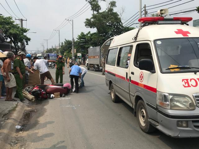 Tránh xe máy từ vỉa hè lao ra đường, người phụ nữ bị xe tải cán chết thương tâm