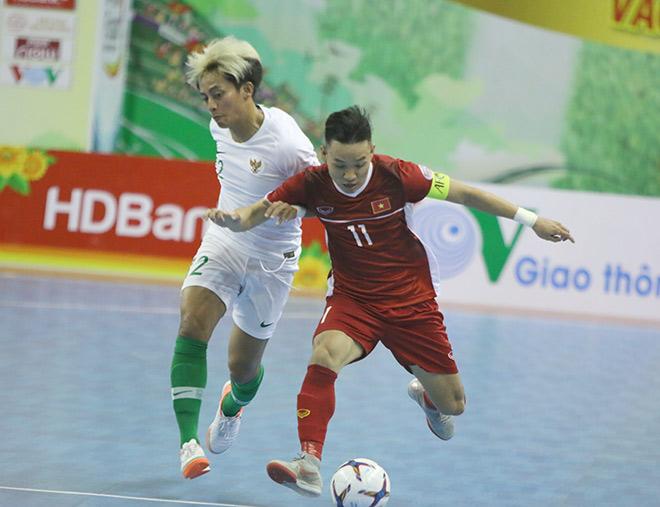 """Hậu vệ Việt Nam """"phá bóng"""" không tưởng giúp Indonesia tránh thua ở futsal Đông Nam Á - 1"""