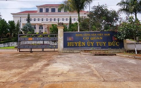 Đắk Nông: Chánh văn phòng Huyện ủy đánh lái xe nhập viện - 1