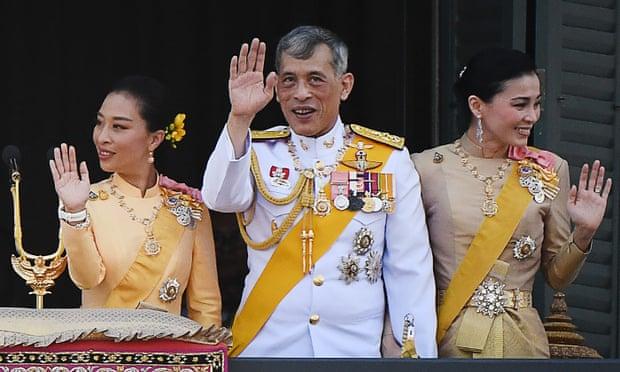 Phế truất hoàng quý phi gây chấn động, vua Thái Lan nắm quyền lực bậc nhất ra sao? - 1