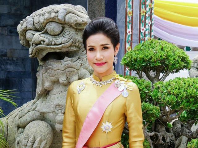 Hoàng quý phi Thái Lan bị phế truất: Khi thường dân lọt vào cuộc sống hoàng gia