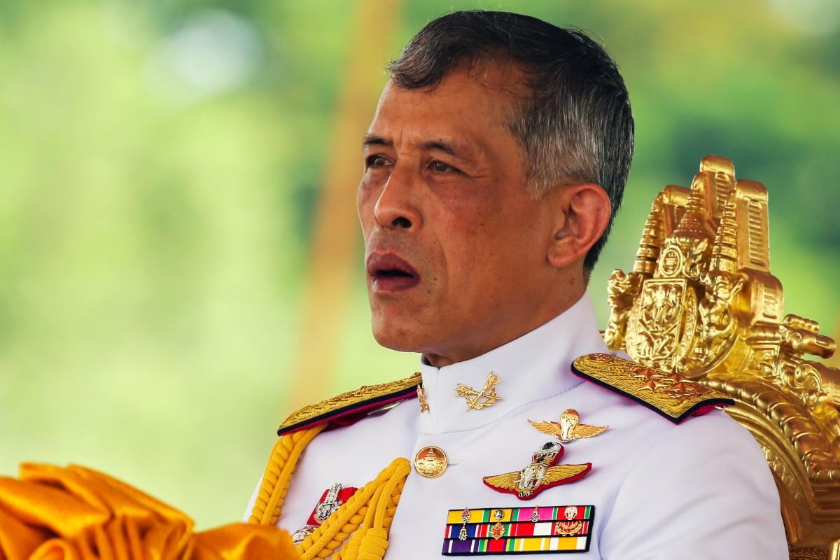 Vua Thái Lan sa thải 6 quan chức hoàng cung sau khi phế truất hoàng quý phi - 1