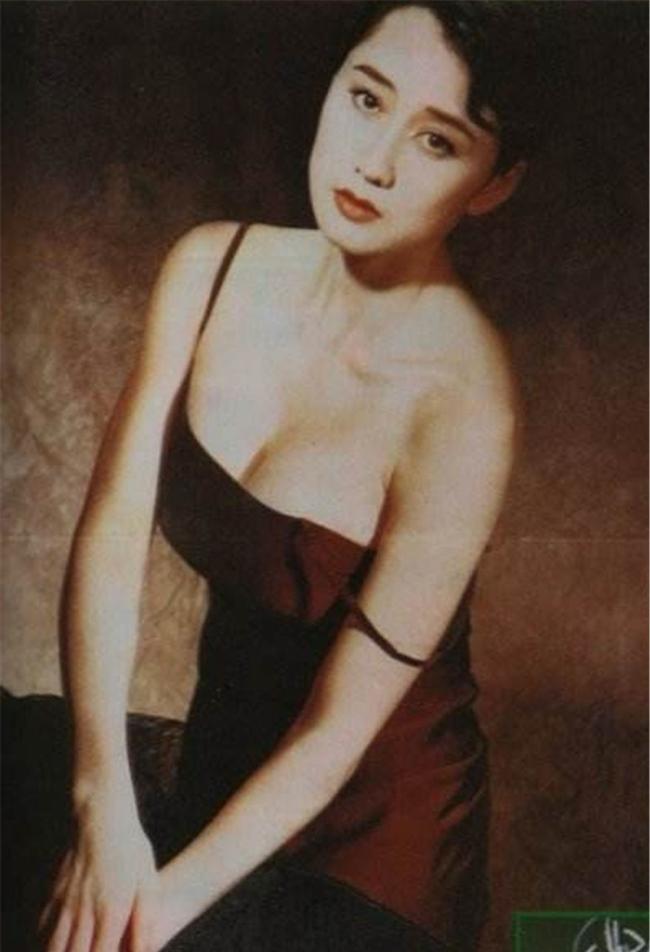 Lợi Trí trở thành vợ thứ hai của ngôi sao võ thuật Lý Liên Kiệt. Cả hai có với nhau hai cô con gái. Sau khi kết hôn, mỹ nhân họ Lợi dần rút về hậu phương chăm sóc gia đình. Cô cũng hiếm khi xuất hiện trên truyền thông.