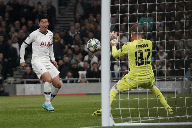 Messi lập liền 2 kỳ tích, Ronaldo nhạt nhòa ở lượt 3 vòng bảng Cúp C1 - 1