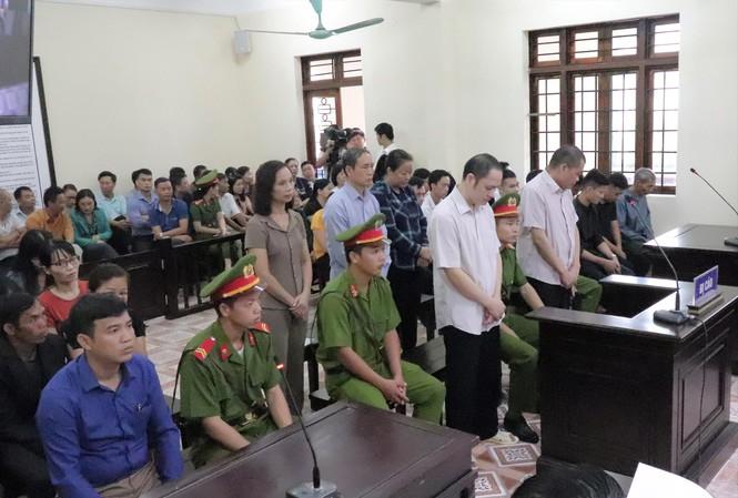 """Hôm nay tuyên án gian lận thi cử Hà Giang: Nâng điểm 106 thí sinh để """"tạo phúc""""? - 1"""