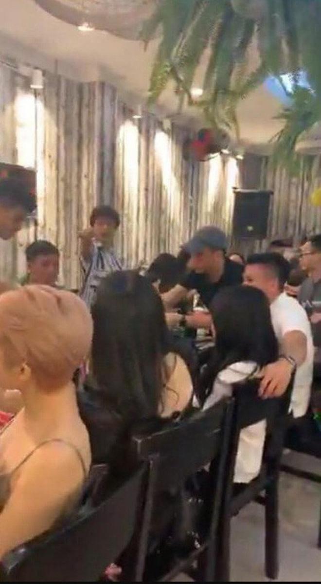 """Chỉ nói 1 câu, Quang Hải U23 """"cứu nguy"""" cho bạn gái đang bị dân mạng tấn công - 1"""