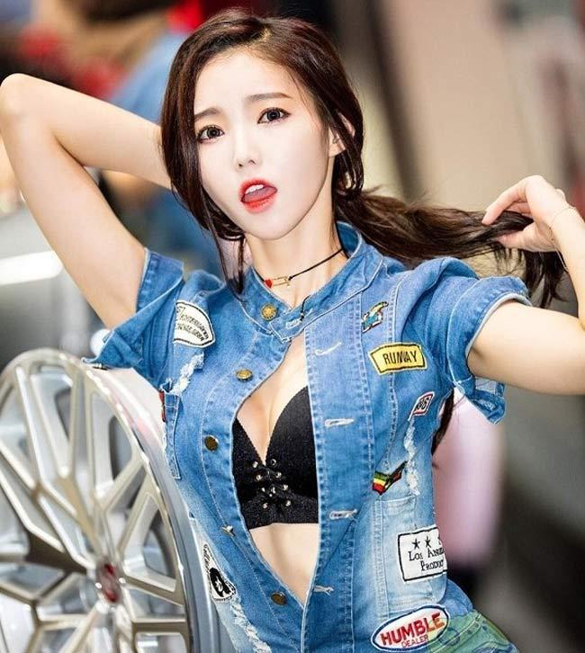 Cô liên tục nhận được rất nhiều hợp đồng quảng cáo từ các thương hiệu xe hơi lớn trong nước.