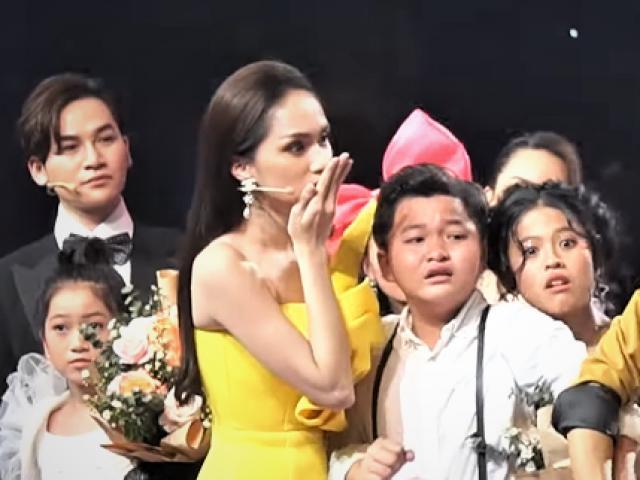 """Khán giả phẫn nộ, thí sinh bật khóc vì MC đọc nhầm kết quả """"Giọng hát Việt nhí"""""""