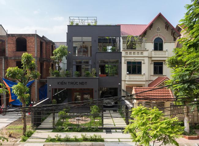 Ngôi nhà thuộc một dự án cải tạo nhà ở tại huyện Tiên Du, Bắc Ninh, có diện tích là 10x20 (m) và mặt tiền chính hướng về phía nam.