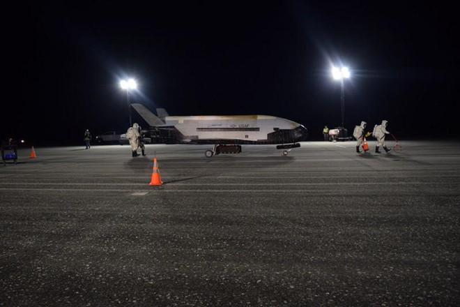 Phi thuyền siêu tối mật của Mỹ hoàn thành sứ mệnh trở về an toàn - 1