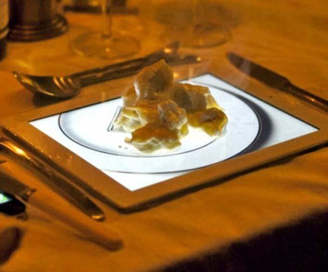 1. Thức ăn được phục vụ trên ảnh cái đĩa trong Ipad.