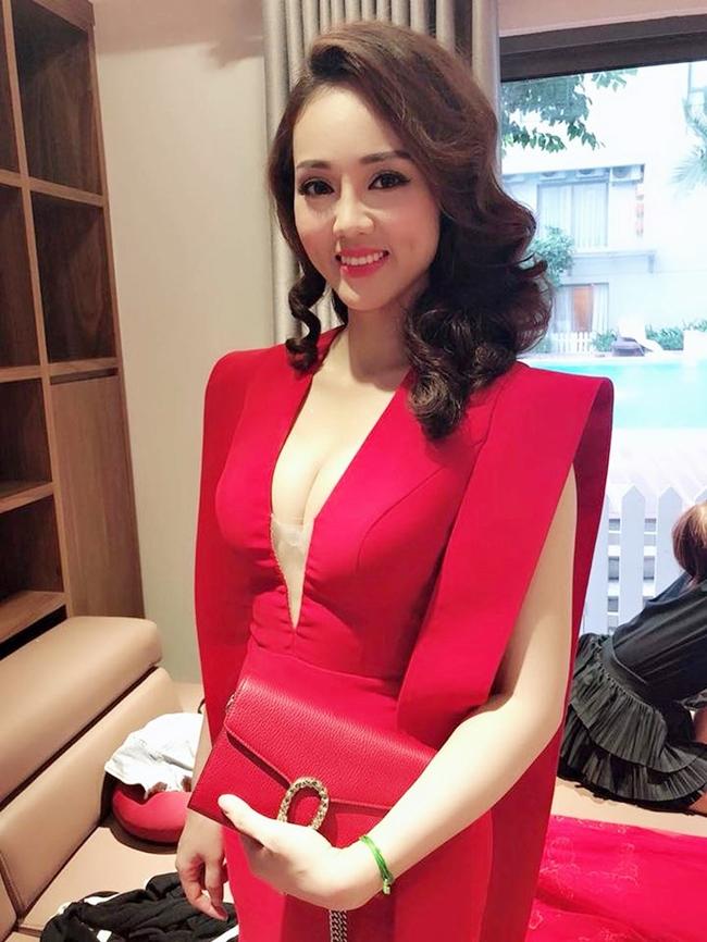 Ngọc Hà sở hữu gương mặt đẹp, khả ái cùng nụ cười má lúm duyên dáng. Cô từng lọt vào Top 20 cuộc thi Hoa hậu Du lịch Việt Nam 2008.