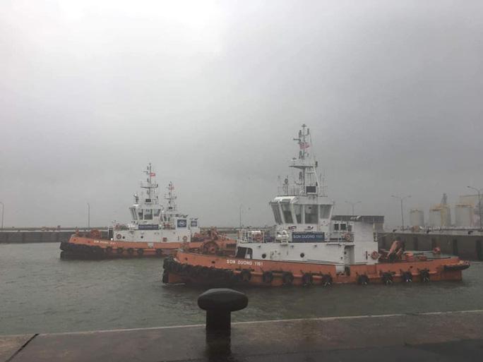 Sức khỏe 12 thuyền viên trong vụ chìm tàu chở hàng giờ ra sao? - 1