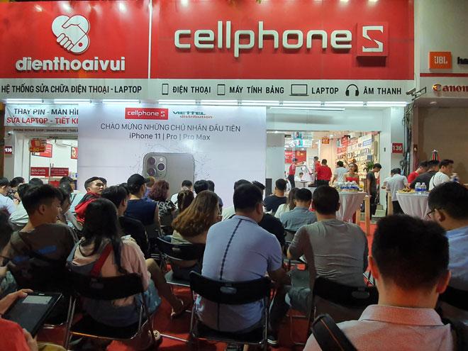 CellphoneS tưng bừng mở bán bộ ba iPhone 11 chính hãng VN/A lúc 0h sáng - 1