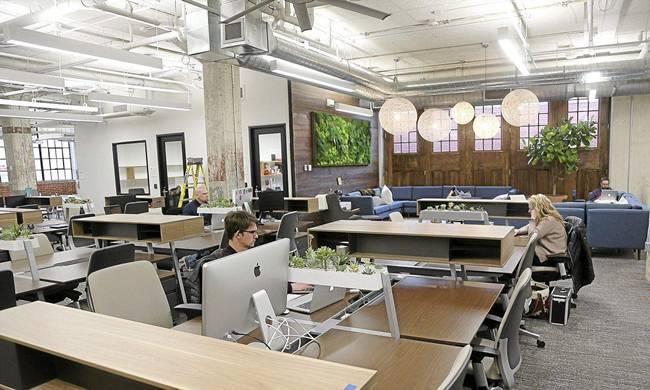 Ngoài tiền, ứng viên được chọn sẽ được cung cấp chỗ làm việc miễn phí tại36 Degrees North - không gian làm việc chung trong thành phố, căn hộ để ở và tham gia các cuộc gặp mặt...