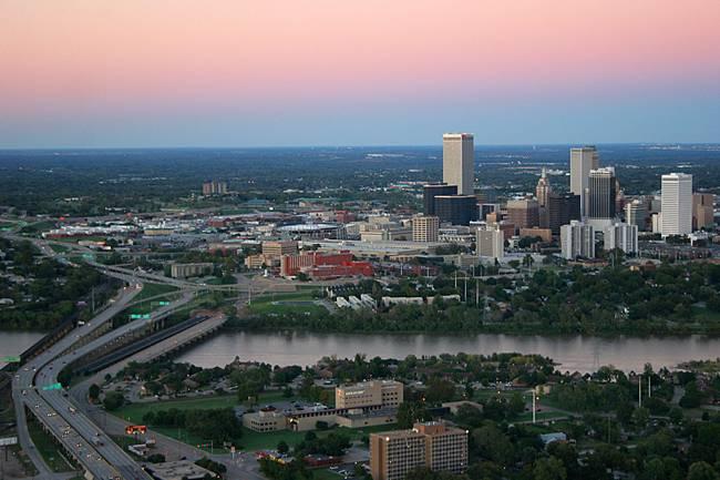 Ứng viên nộp đơn phải là người làm từ xa toàn thời gian hoặc làm tự do ngoài bang Oklahoma, đủ điều kiện làm việc tại Mỹ. Một trang tin ở Mỹ cho hay, điều đó có nghĩa nếu có một công việc ở Tulsa thì không đủ điều kiện nộp đơn.