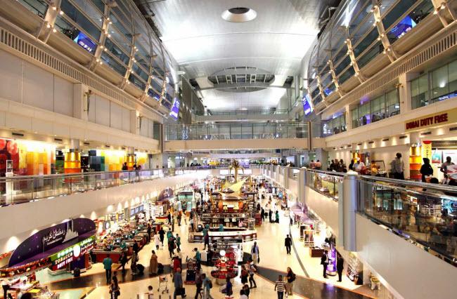 Sân bay quốc tế Dubai: Đây là một trong những sân bay nhộn nhịp nhất thế giới và là nơi trung chuyển lớn nhất Trung Đông. Du khách có thể mua nhiều loại hàng miễn thuế tại sân bay này.