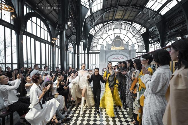 Vũ Ngọc Anh sải bước quyến rũ, khuấy đảo sàn catwalk trong show thời trang Another Day của NTK Lê Thanh Hoà - 1