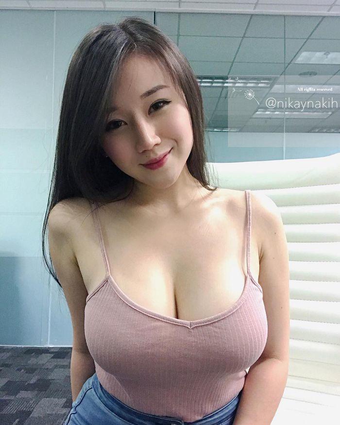 Vì quá nóng bỏng, cô gái bán hàng online luôn bị khách hàng nam quấy rối - 1