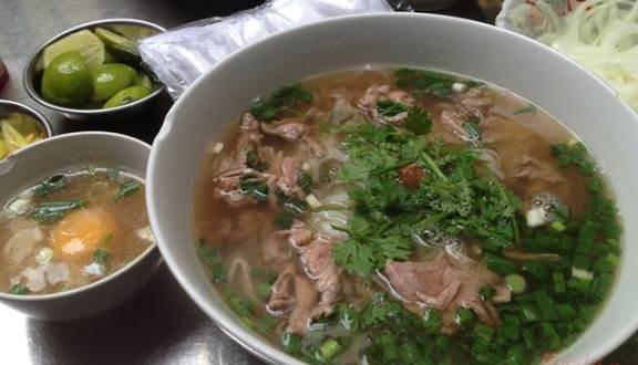 """Những quán ăn """"đắt xắt ra miếng"""", nườm nượp khách ở Sài Gòn - 1"""