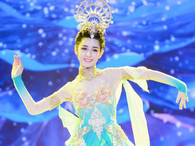 """Địch Lệ Nhiệt Ba mất khỏi """"Tứ đại mỹ nhân Tân Cương"""", cô gái soán ngôi gây bất ngờ"""